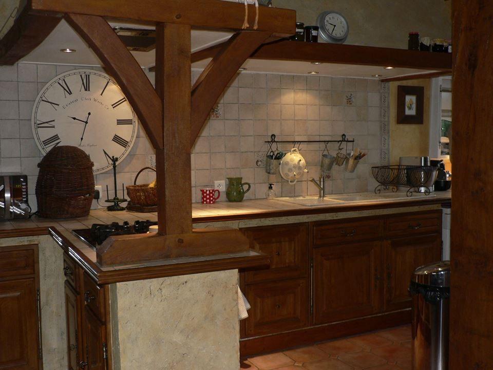cuisine meubles foncés en chêne verni